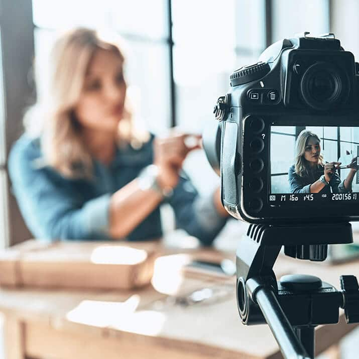 influencer agency 3 - influencer agency - Testimonial famosi o una community di influencer per posizionare il tuo brand? - Ad Sphera Group